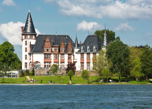 Auszeit im 4*Schlosshotel an der Müritz mit Frühstück, Candle-Light-Dinner und Wellness ab 135€