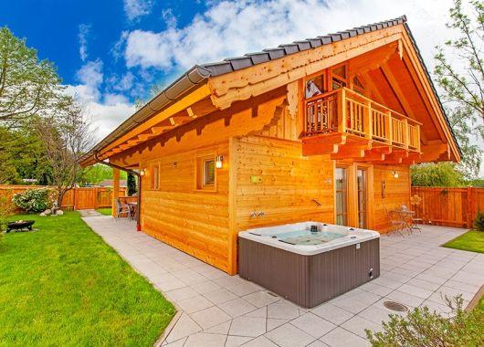 3 Tage Bayern im 5* Luxus Chalet mit privater Sauna, Whirlpool inkl. Wellness, Frühstück & Brotzeit ab 319€