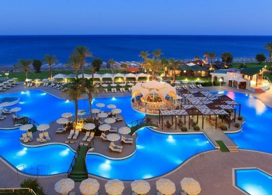 1 Woche Rhodos im Mai: 5* Resort inkl. Halbpension, Flug & Transfer ab 505€