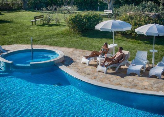 1 Woche Sardinien im Mai: 4* Hotel inkl. Frühstück, Flug und Rail&Fly ab 304€