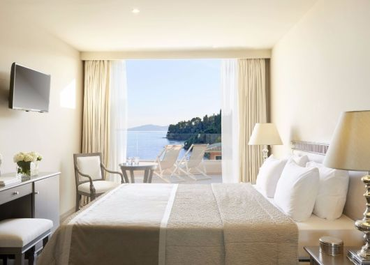 April – Mai: 1 Woche Korfu im 3,5* Hotel inkl. Frühstück und Rail&Fly ab 370€