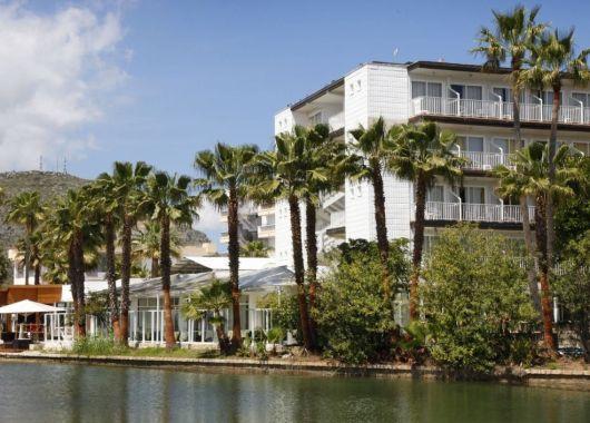 1 Woche Alcúdia im Mai: 4* Hotel inkl. Halbpension, Flug, Rail&Fly und Transfer ab 335€