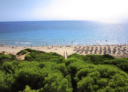 1 Woche Menorca im 4* Hotel inkl. HP, Flug, Rail&Fly und Transfer ab 377€