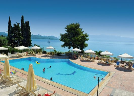 1 Woche Lefkada im September: 4* Hotel inkl. Frühstück, Flug, Rail&Fly u. Transfer ab 580€
