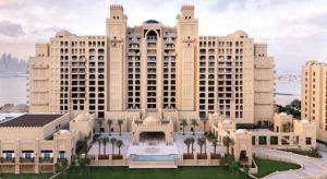 Hotels-in-Dubai_-Fairmont-The-Palm-Hotel