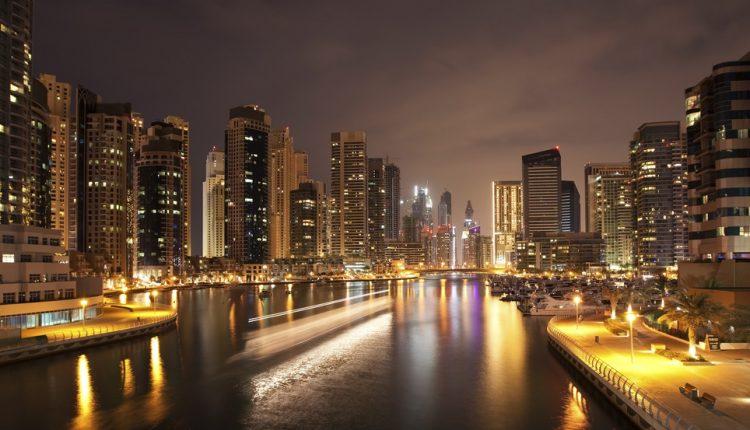 Last Minute nach Dubai: 7 Tage im 5 Sterne Hotel Al Bustan Rotana inkl. Flug & Frühstück ab 473€