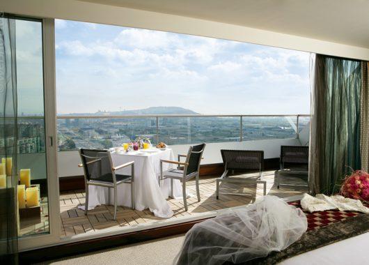 Günstige Hotelangebote für Amsterdam (4 Sterne) und Barcelona (5 Sterne) bei HRS-Deals