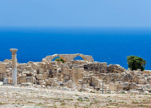 Sommer auf Zypern: 5 Tage im guten Aparthotel inkl. Flug, Frühstück und Rail & Fly ab 340 Euro