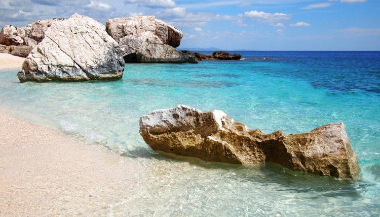 1 Woche Sardinien im Oktober: 4* Hotel inkl. Frühstück, Flug und Mietwagen ab 444€