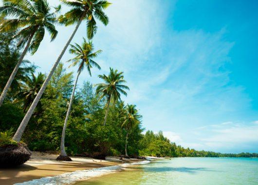 Khao Lak: 9 Tage im 4* Beach Resort mit Flügen und Frühstück ab 875€