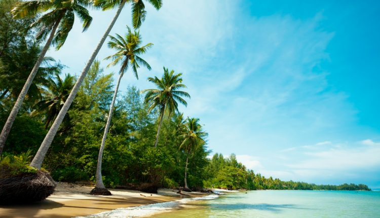 Last Minute: 2 Wochen Khao Lak im 4* Resort inkl. HP, Flug, Rail&Fly und Transfer ab 1021€