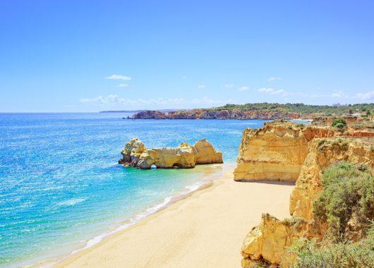 Algarve: 1 Woche im guten Hotel inkl. Flug, Rail & Fly, Transfer und Frühstück ab 333€