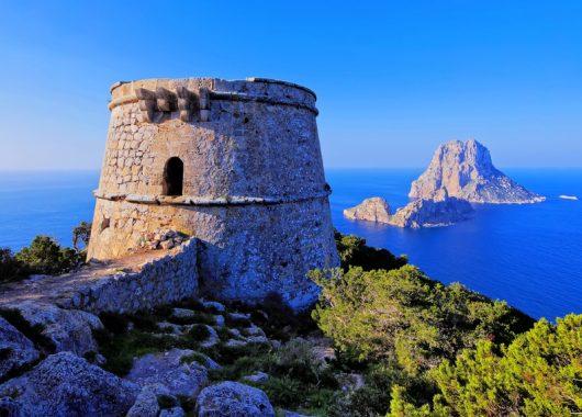 9 Tage Ibiza im 3* Hotel inkl. Flug, Halbpension und Transfer für 330€
