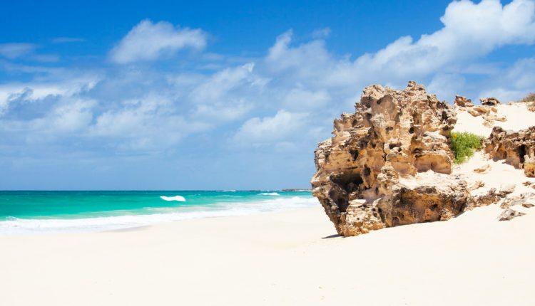 1 Woche Kap Verde im Dezember: Zu viert im 3* Strandapartment, Flug ab Nürnberg, Transfer und Rail&Fly für 393€