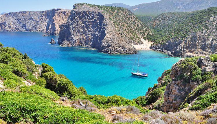 Sardinien im Mai: 1 Woche im sehr guten 3-Sterne Hotel inklusive Flügen und Frühstück ab 219€