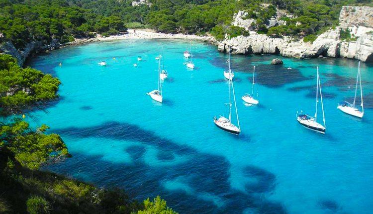 Menorca im Oktober: Eine Woche im 3* Hotel inkl. Flug, Transfer und Rail & Fly ab 346€ p.P.