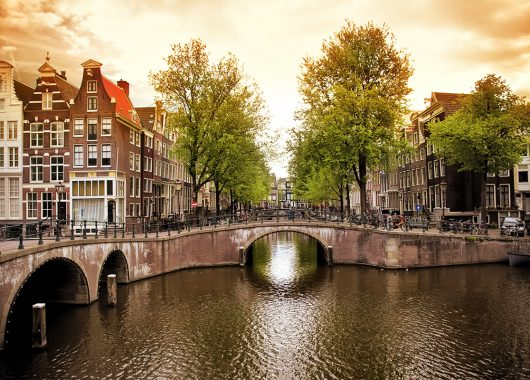 3 Tage Amsterdam im sehr guten 4* Hotel mit Frühstück & Hin- und Rückflug ab 209€ p.P. – gültig bis 29.12.2015