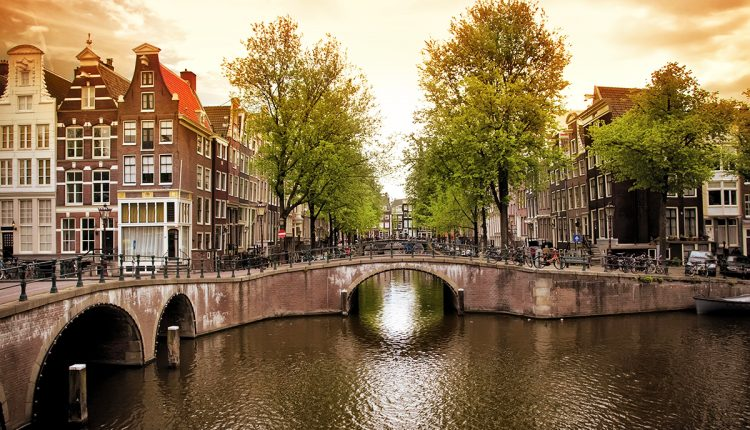 Frühbucher: 4-tägige Städtereise nach Amsterdam inkl. Flug ab 179€ (3* Hotel) oder ab 206€ (4* Hotel)