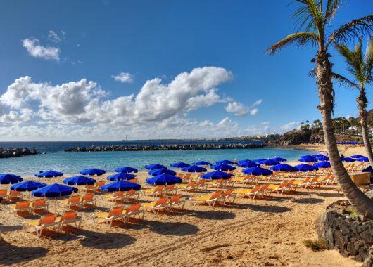 Lanzarote: 1 Woche im 4* Hotel inkl. Flug, Zug-zum-Flug, Transfer und Frühstück ab 312€