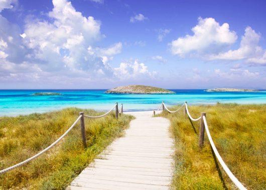 1 Woche Formentera im 4* Hotel inkl. HP, Flug, Rail&Fly und Transfer ab 423€