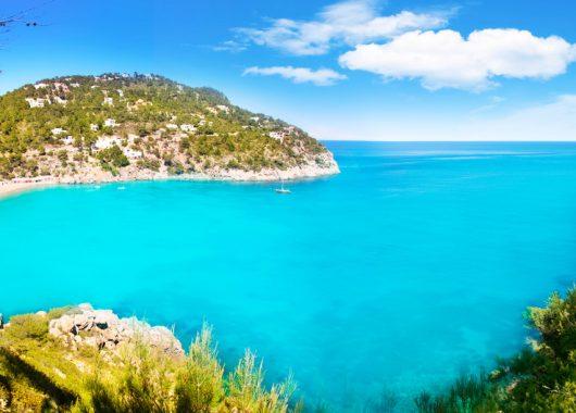 Ibiza: Eine Woche im 3* Hotel inkl. Flug und Transfer ab 328€ pro Person