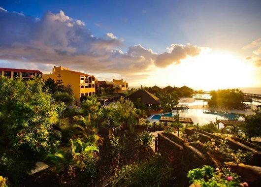 Im neuen Jahr: Eine Woche La Palma im 4* Hotel inkl. HP, Flug, Rail&Fly u. Transfer ab 587€