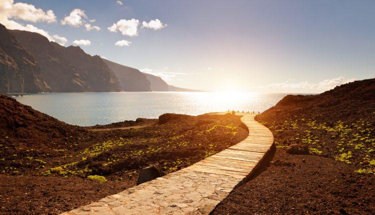 Teneriffa: 7 Tage im 3* Hotel inkl. Flug, Rail & Fly, Transfers und Frühstück ab 353€