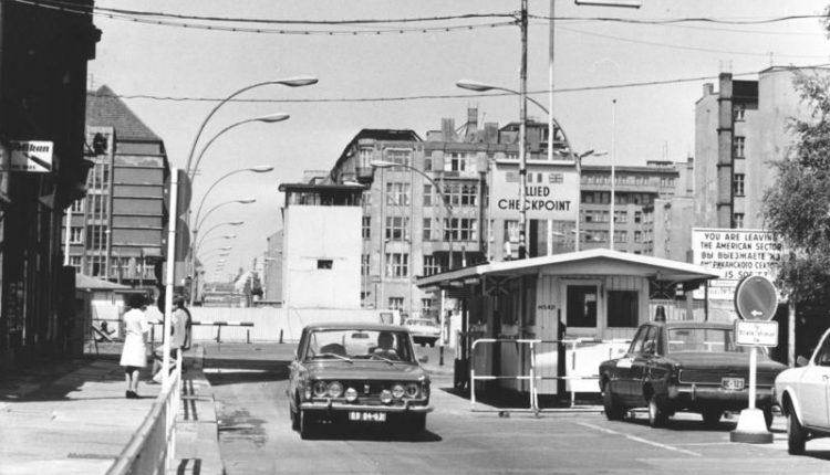 Berlin: 4-Sterne Hotel direkt am Checkpoint Charlie für 19,50 Euro pro Person im Doppelzimmer