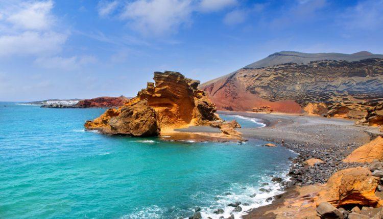 1 Woche nach Lanzarote ins 4*Hotel mit Halbpension, Flügen, Transfers und Rail&Fly ab 395€
