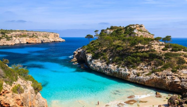Mallorca: 7 Tage im guten Hotel inkl. Flug, Rail & Fly, Transfers und Halbpension ab 267€