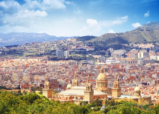 3 Tage Barcelona im neuen Jahr: 5* Apartment & Flug ab 118€