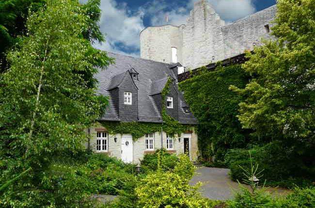 Leben wie im Mittelalter: 3 Tage zu zweit auf der Burg-Torwächterhaus in Bad Münstereifel für 119€