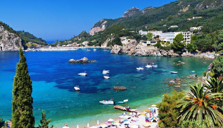 Eine Woche Korfu in einer 4* Junior-Suite mit Meerblick inkl. Flug, Frühstück und Transfer für nur 271€