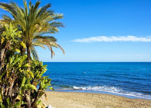 Costa del Sol: 1 Woche im 3*S Hotel mit Flügen, Frühstück, Transfers und Rail&Fly ab 285€