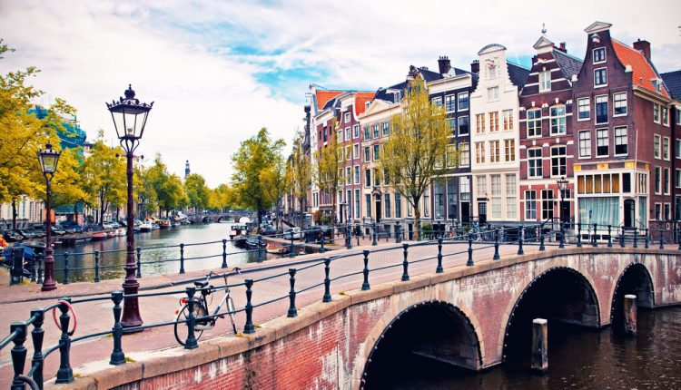 3 Tage Amsterdam im zentralen 3* Hotel inkl. Frühstück an 69€