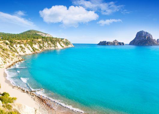 1 Woche Ibiza im 3* Hotel All In, Flug, Rail&Fly und Transfer ab 432€