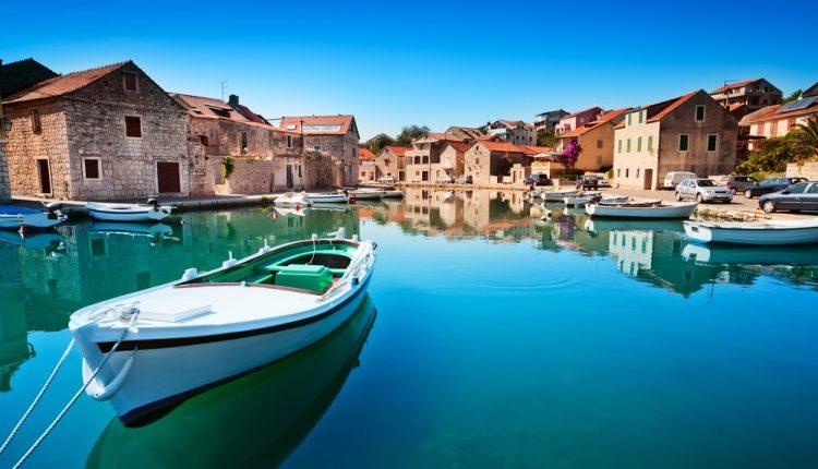 Kroatien: 1 Woche im Juli/August im 4*Hotel mit Frühstück, Flügen und Rail&Fly für 358€