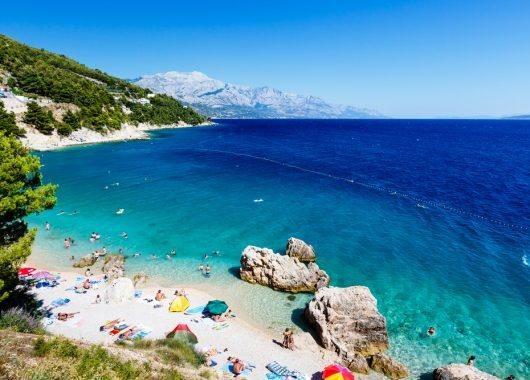 1 Woche Tucepi, Mitteldalmatien im Mai: 4* Hotel inkl. Frühstück, Flug und Transfer ab 334€