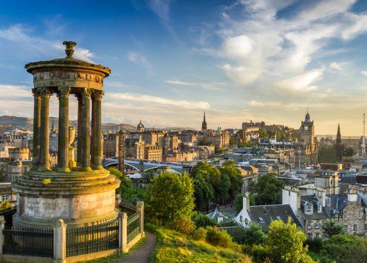 Edinburgh: 3,4 oder 5 Tage im zentralen 4*Hotel inkl. Frühstück und Flügen ab 189€