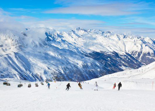 Winterurlaub in Kaprun: 8 Tage im tollen Hotel mitten im Skigebiet inkl. Halbpension und Sauna ab 469€