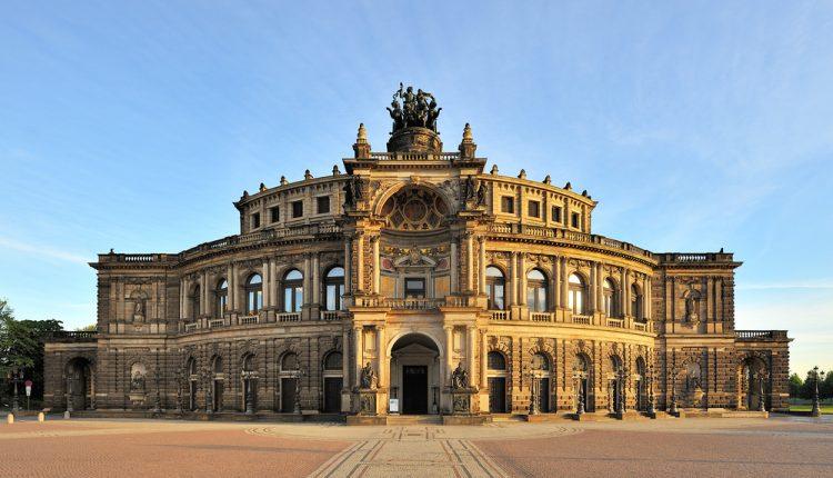 Ostern in Dresden: 4 Tage im 4* Hotel inkl. Frühstück und Bahnticket ab 190€