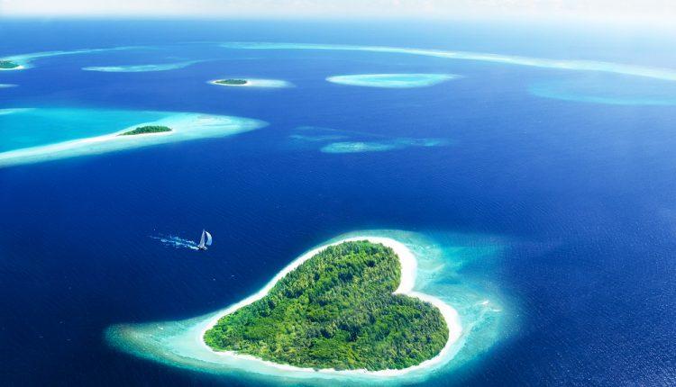 10 Tage Malediven Ende Juni: 4* Strandresort mit Frühstück und Flug ab 839€