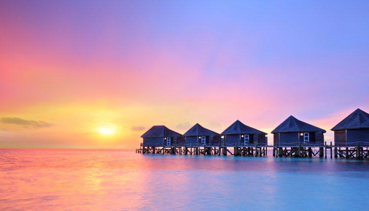 April – Mai: 10 Tage Malediven im 4* Hotel inklusive Halbpension, Flug und Transfer ab 1243€