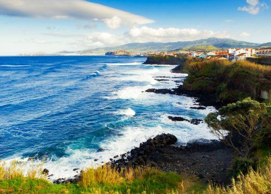 7 Tage São Miguel im Mai: 4* Hotel mit Meerblick, Frühstück und Flug ab 418€