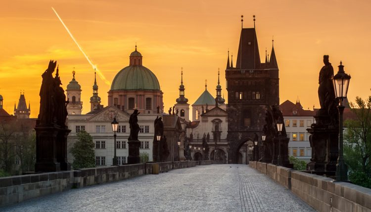 Valentinstag in Prag: 4 Tage im 5* Hotel ab 94,50€ pro Person