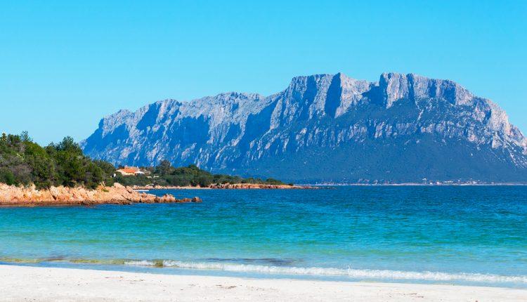 Individuelle Reise nach Sardinien: 8 Tage im 4-Sterne Hotel inklusive Flügen und Mietwagen ab 375,50€