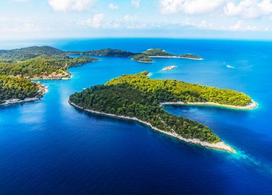 1 Woche Kroatien im Oktober: 4* Strandhotel inkl. Frühstück, Flug ab München, Rail&Fly und Transfer für 339€