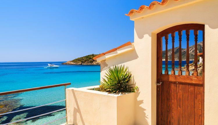1 Woche Porto Colom im Mai: 3* Hotel mit Halbpension & Flug für 221€