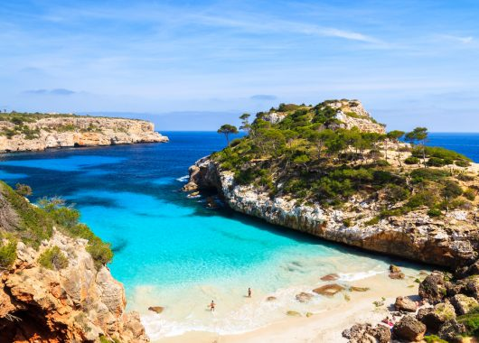 Last Minute Mallorca: 1 Woche im 4*Hotel inkl. Flug, Zug zum Flug und Halbpension ab 289€