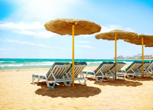 Last Minute Costa Tropical: 1 Woche im 4*Hotel mit Flug und Halbpension ab 344€